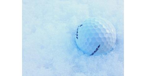 golf-ball-in-snow